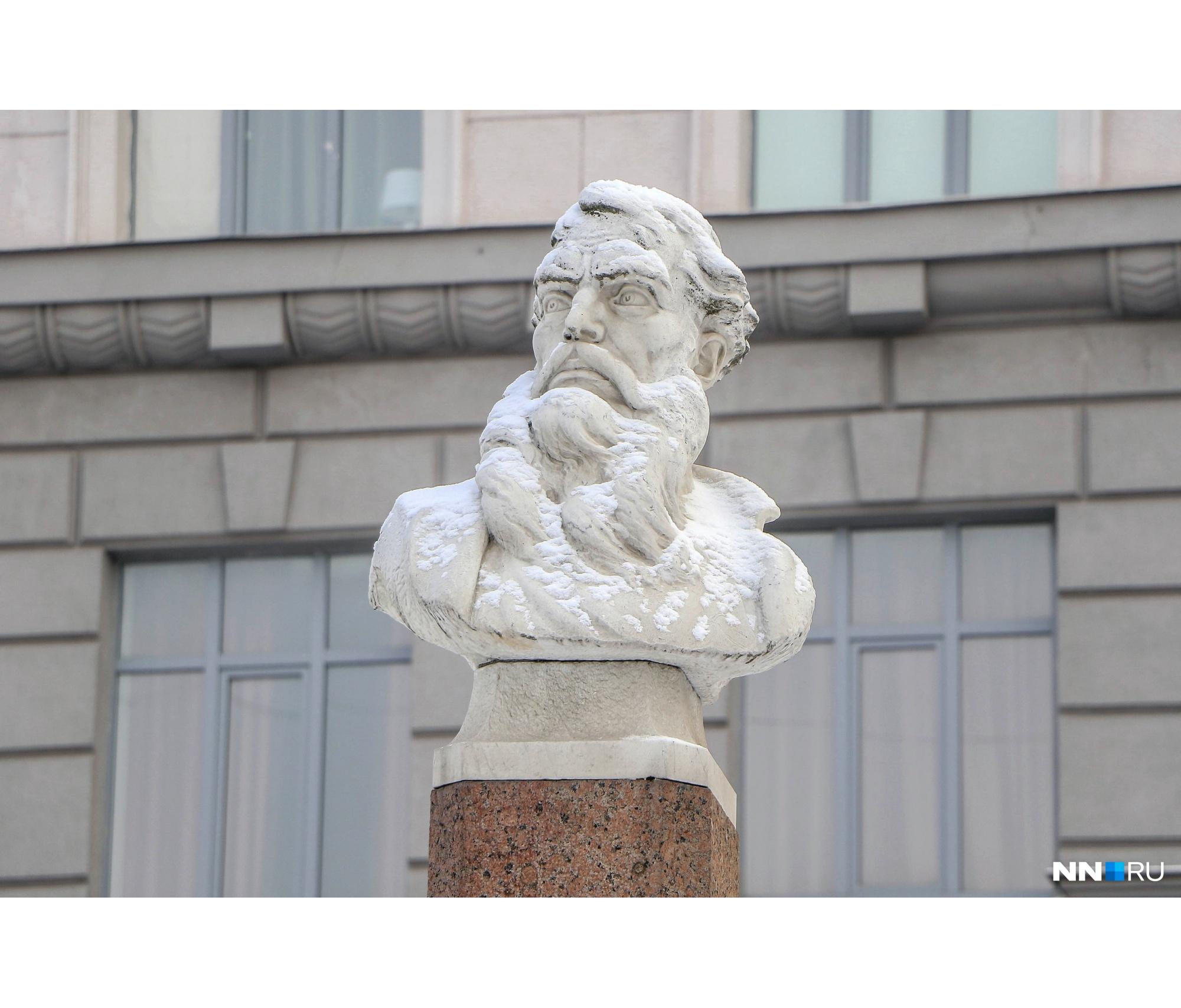 Памятники и бюсты Козьмы Минина до сих пор стоят по всей России