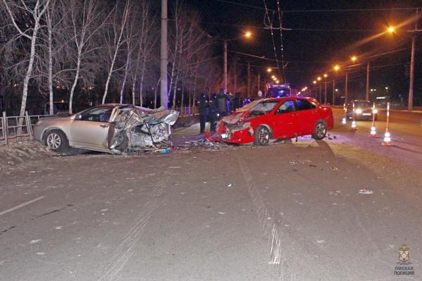 Обе машины серьезно пострадали в столкновении