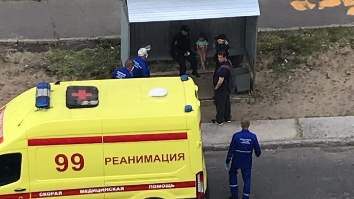 В Соломбале из окна на первом этаже выпала четырехлетняя девочка
