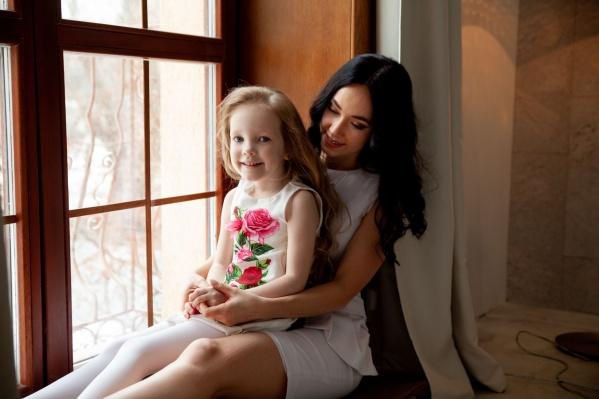 София и Анна Егоровы. Малышка участвует в конкурсе красоты и мечтает победить