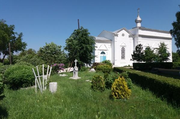 Храм находится в Каслях