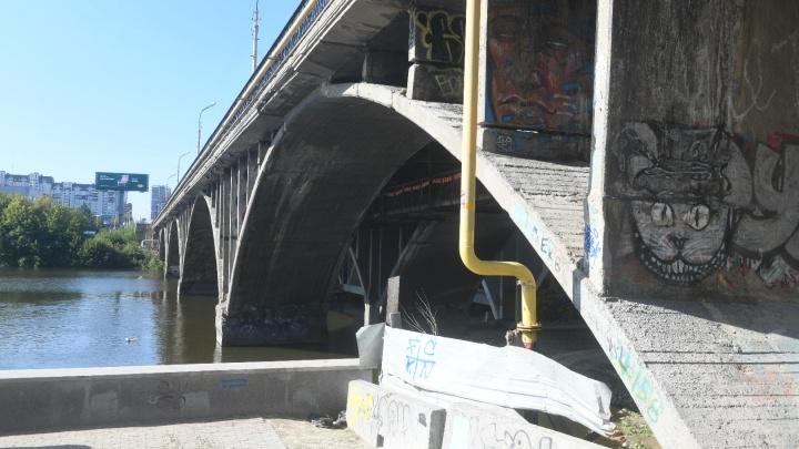 На Макаровский мост вновь пришли строители. Когда начнутся работы?
