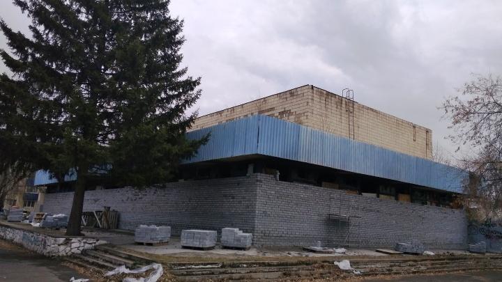 В Омске ищут покупателя здания кинотеатра «Сатурн» — его разрешили переоборудовать под что угодно