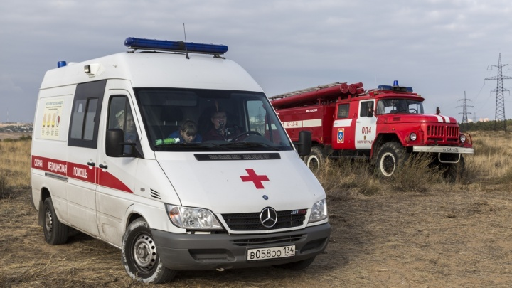 «Везли пациента с инфарктом»: на юге Волгограда скорая помощь врезалась во внедорожник