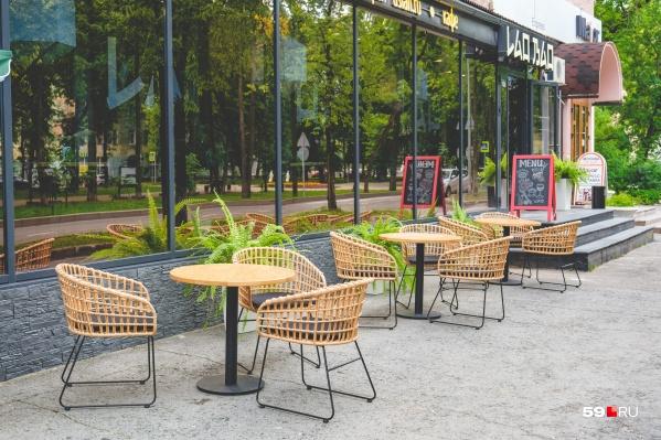 Кафе Lao Bao на Тихом Компросе открылось только осенью прошлого года, это его первый летник