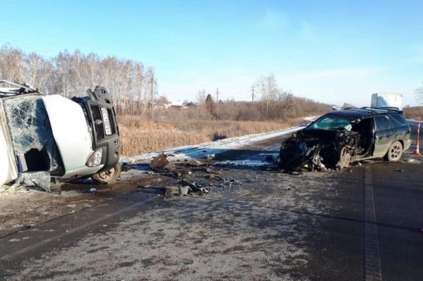 Обе машины серьезно пострадали в аварии