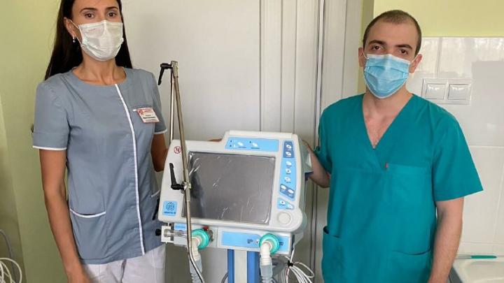 В омские больницы купили 50 новых аппаратов ИВЛ
