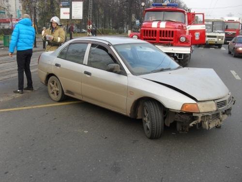Водитель легковушки погиб в ДТП на Новикова-Прибоя