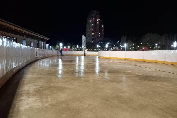 После первой заливки волгоградцы покрасят лед