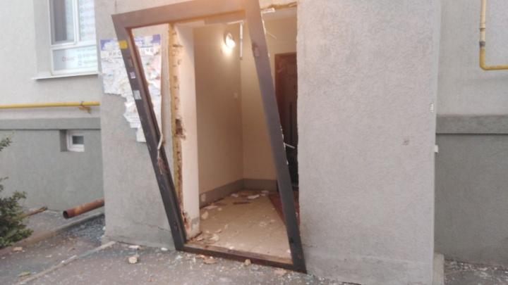 Выбитые окна и дверь: появилось видео последствий взрыва в Крутых Ключах в Самаре