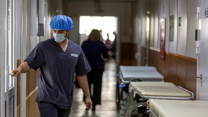 В Новосибирске начали отправлять первых пациентов с подозрением на коронавирус в инфекционный госпиталь