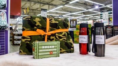 Вазы с кистями и командирские носки: какие оригинальные подарки можно найти в Новосибирске