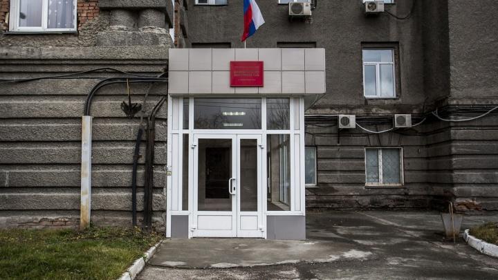В Новосибирске таксист сломал клиентке два пальца из-за неверного адреса — как его наказал суд