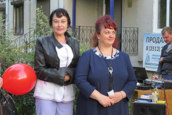 Лариса Яснева (на фото слева) по профессии — косметолог. Это фото сделано на открытии одного из салонов красоты в Миассе, в котором она работала