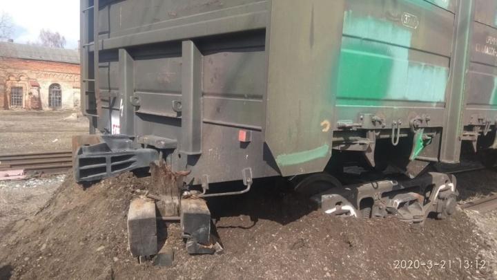 В Самарской области с рельсов сошел вагон с щебёнкой