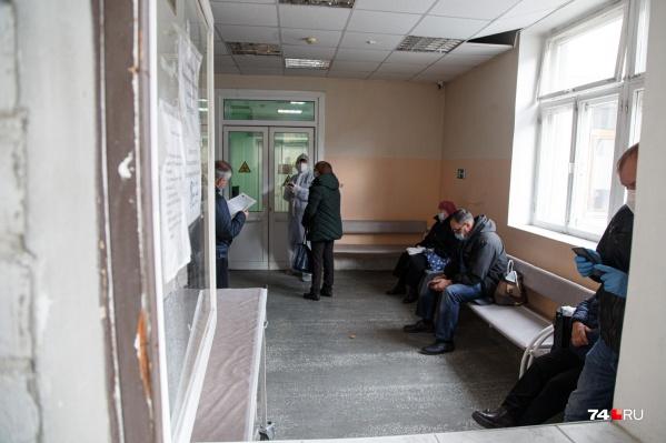 С каждым днем в больницы Челябинска и области обращается все больше заболевших с признаками ковида