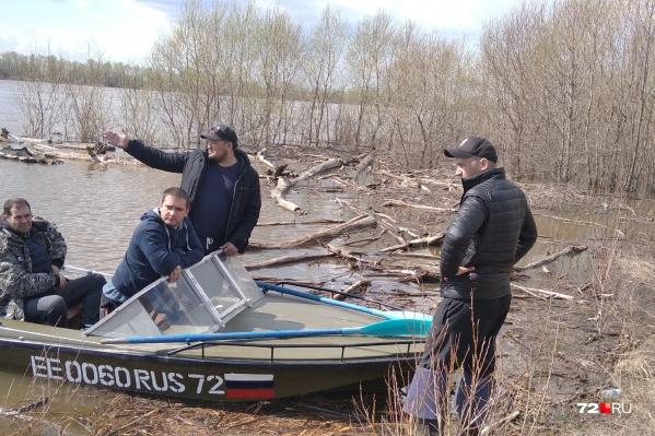 Вторые сутки ничего неизвестно о судьбе двух пропавших рыбаков
