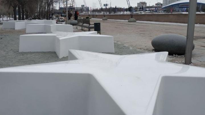 Звезды, которыми хотели украсить каток возле памятника Курчатову, зажгут на набережной. Чем еще удивят челябинцев