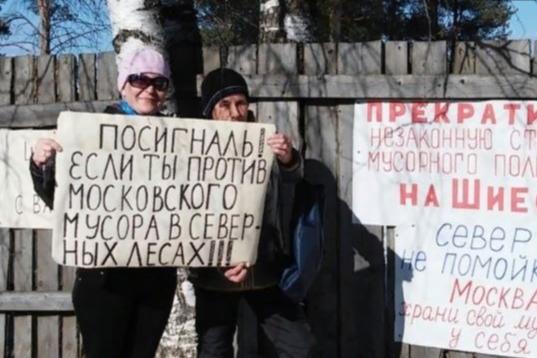 С таким плакатом встали Антонина Першукова и Татьяна Третьякова
