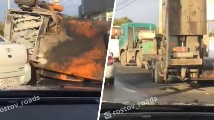 В Ростове на Северном образовалась двухкилометровая пробка. Причина — авария с тягачом