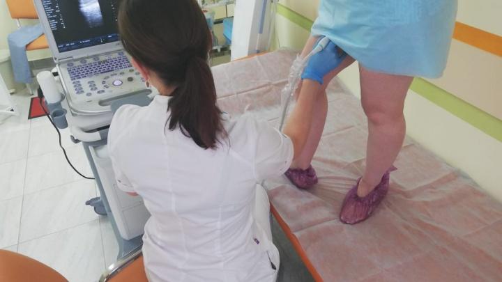 Больных варикозом становится больше: врач рассказал, чем опасна болезнь и кому она особенно угрожает