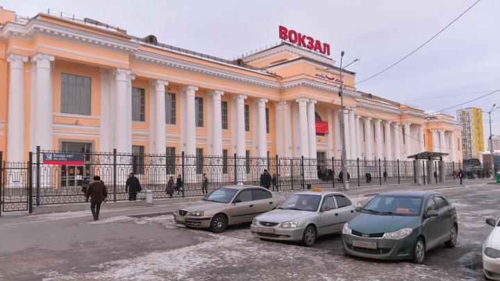 «Всех пассажиров вывели на улицу»: в Екатеринбурге экстренно эвакуировали железнодорожный вокзал