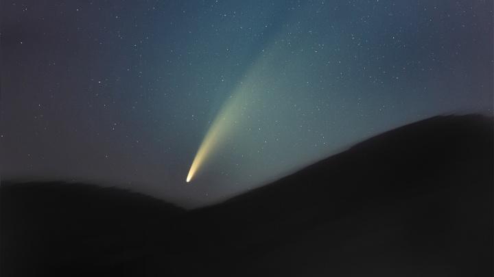 Новосибирец снял на видео самую яркую комету за это десятилетие — её было видно даже невооруженным глазом