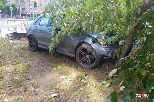 По словам очевидцев, за рулем иномарки с госномером н111ма 96 был молодой парень