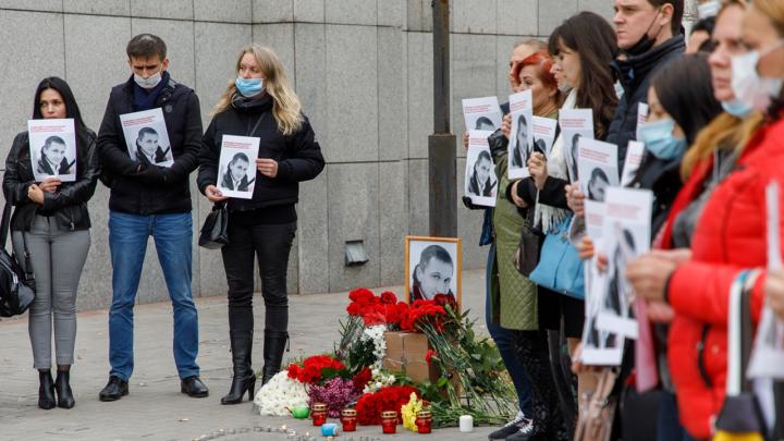 «Света, ты только снимай!»: убитый в Сбербанке Роман Гребенюк просил снять на видео встречу с нападавшими