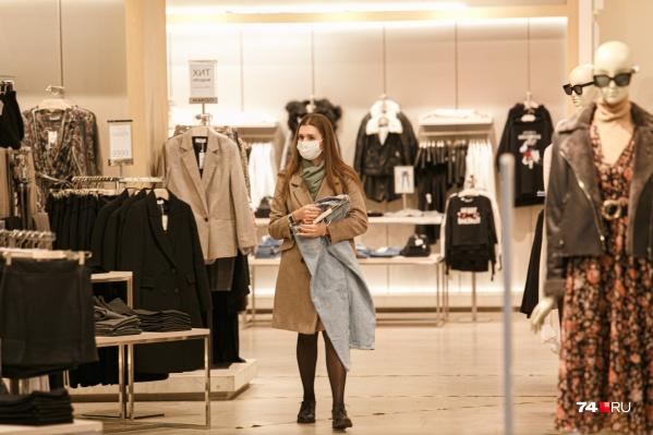 На этой неделе власти пригрозили магазинам закрытием, если те не будут соблюдать масочный режим