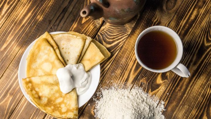 Без комочков, но с «лунными кратерами»: новосибирцы поделились проверенными рецептами блинов к Масленице