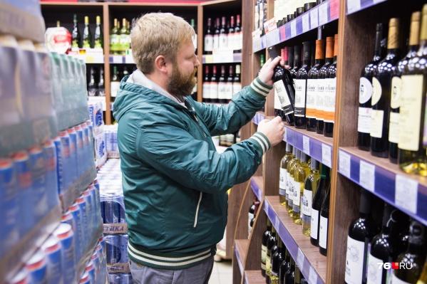 Чтобы сэкономить, алкоголем следует закупиться до Нового года