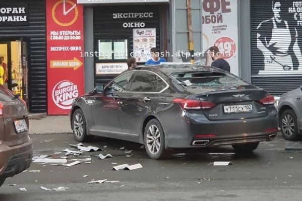 Шифер разбил окно автомобиля