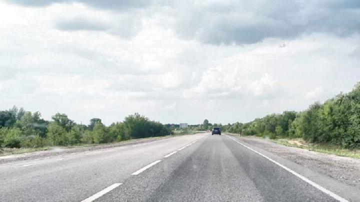 Обогнать не успел: на трассе под Волгоградом грузовик уничтожил легковушку