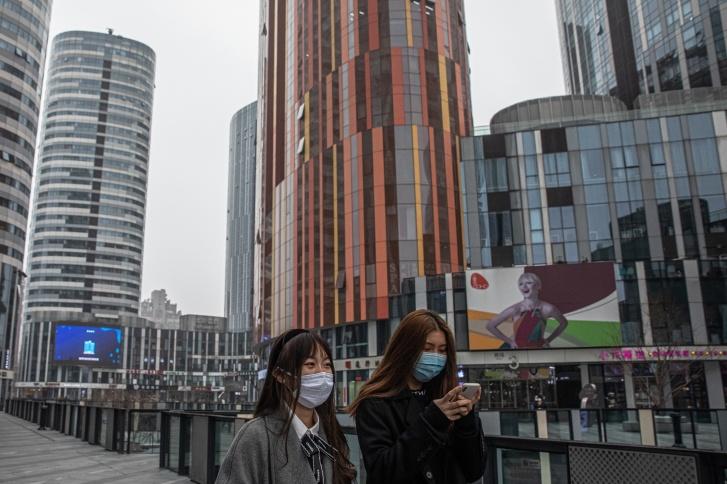 За появление на улице без масок в Китае был назначен крупный штраф