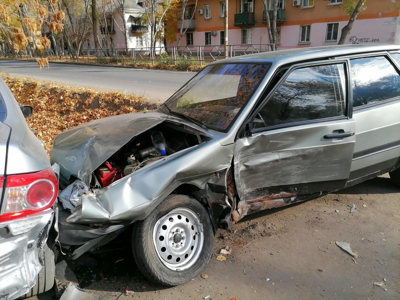 Машина предполагаемого виновника аварии тоже получила механические повреждения