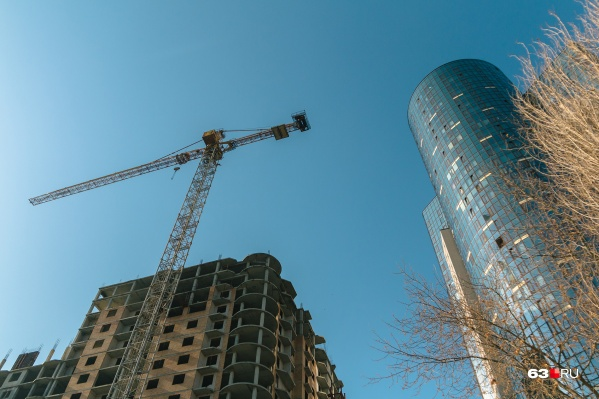 """В квартале уже стоит одно здание «Трансгруза» — 34-этажный жилой дом,<a href=""""https://63.ru/text/realty/66105451/"""" class=""""io-leave-page _"""">самый высокий</a>в Самаре"""