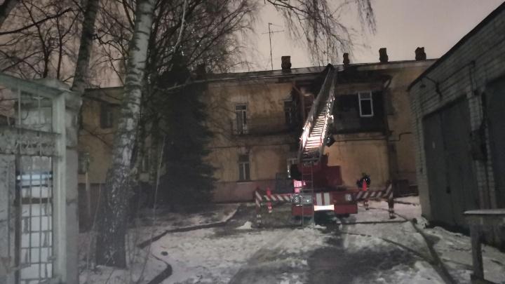 В центре Ярославля пожар в военкомате: фото