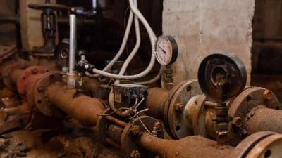 В четырех районах Перми из-за опрессовок отключат горячую воду. Карта