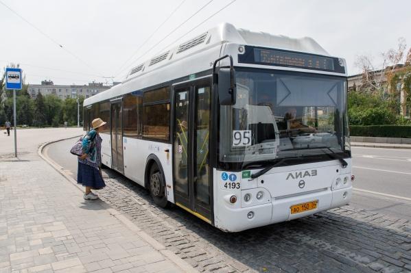 Автобус и скоростной трамвай вернулись на привычные маршруты