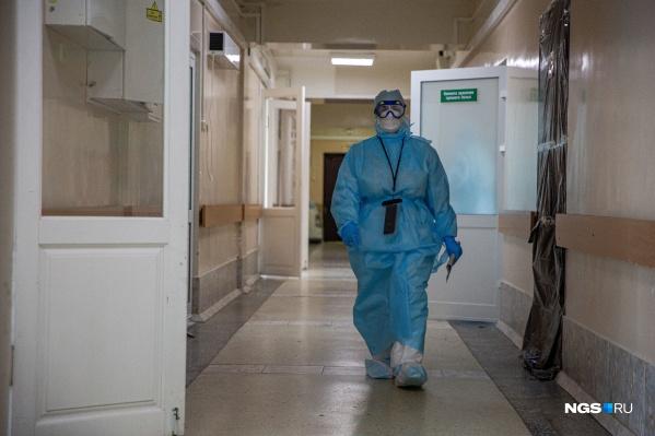 Крупнейший ковидный госпиталь Новосибирска не раз оказывался в центре скандалов — сейчас делом о возможных административных правонарушениях занимается Ленинский районный суд
