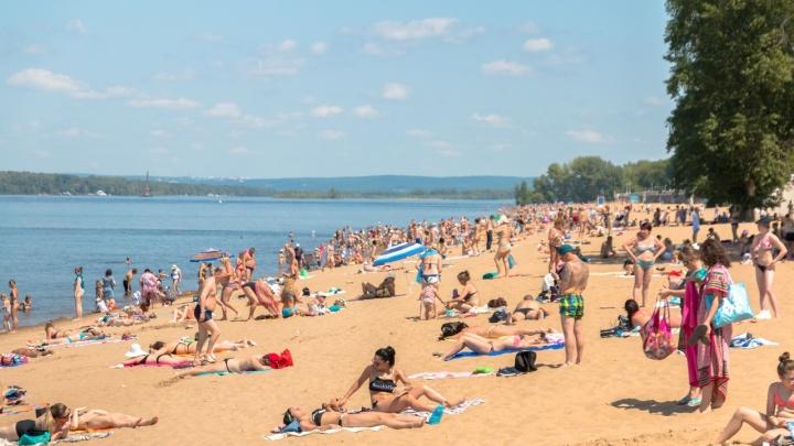 Жители Самары заполонили пляжи на берегу Волги