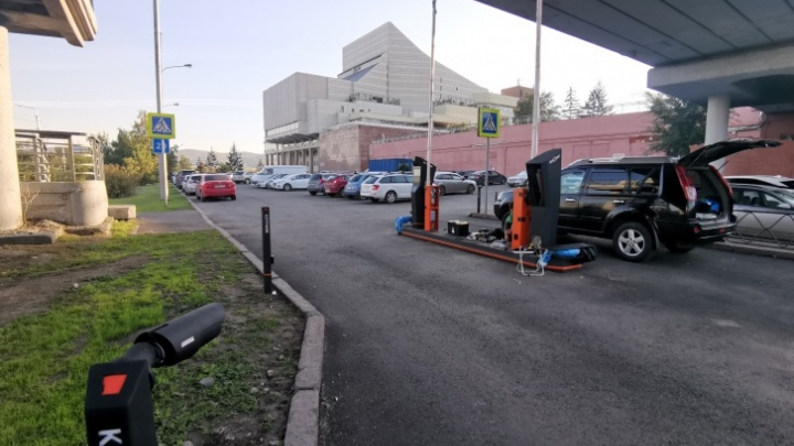 У БКЗ сильно сократили бесплатную парковку