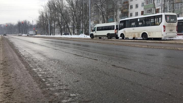 «Смотрим, как себя поведет»: подрядчик ждёт ям на отремонтированном участке Тутаевского шоссе
