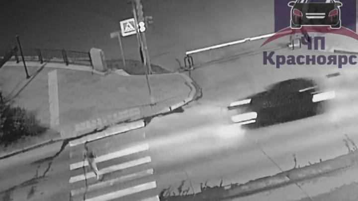Лихач на «Приоре» насмерть сбил перебегавшую дорогу женщину. Видео
