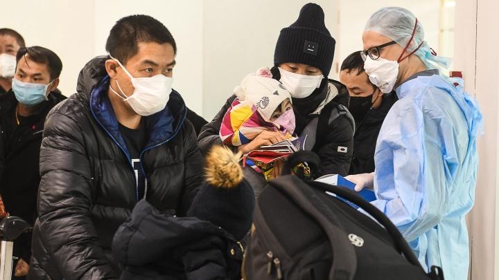 С самолета, летевшего в Екатеринбург из Таджикистана, сняли больных с признаками ОРВИ