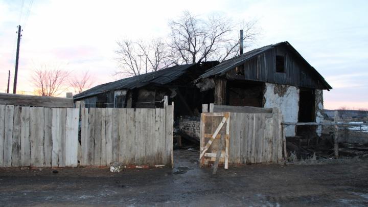 В Зауралье в пожаре в частном доме погибли два человека