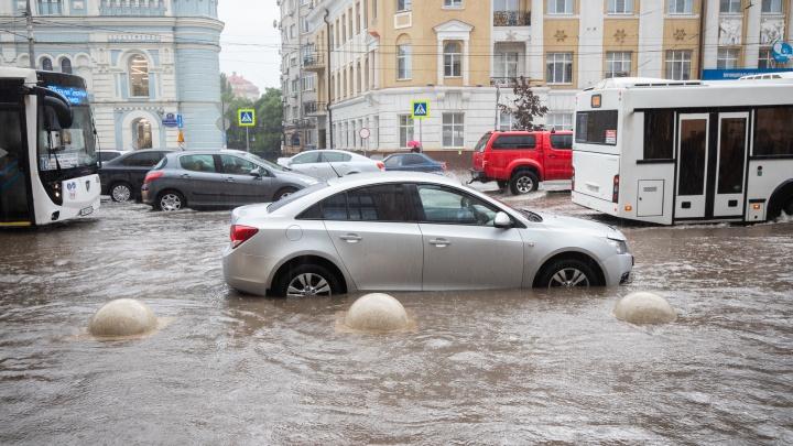 Какие районы Ростова пострадали от ливня: мэрия дала адреса