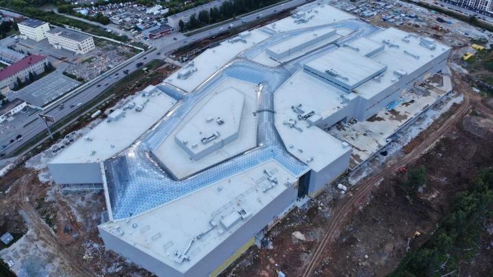 Не успеют к новогодним распродажам: гигантский торговый центр в Екатеринбурге откроют на полгода позже