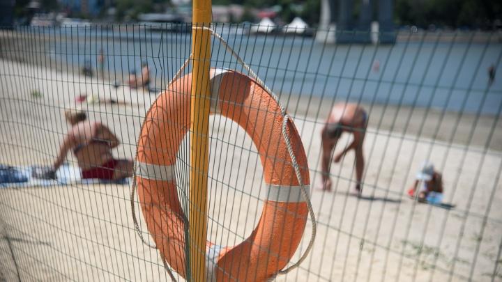 Из-за жары на донских пляжах аншлаг. Памятка, как правильно вести себя на воде